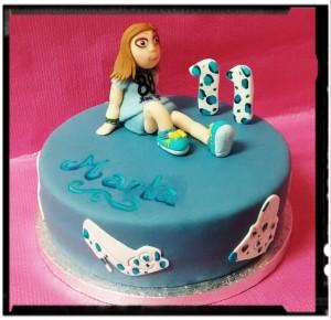 tarta con muñeca modelada
