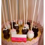 Mesa dulce primera comunion niña rosa, fucsia, blanco y negro. En carro (5)